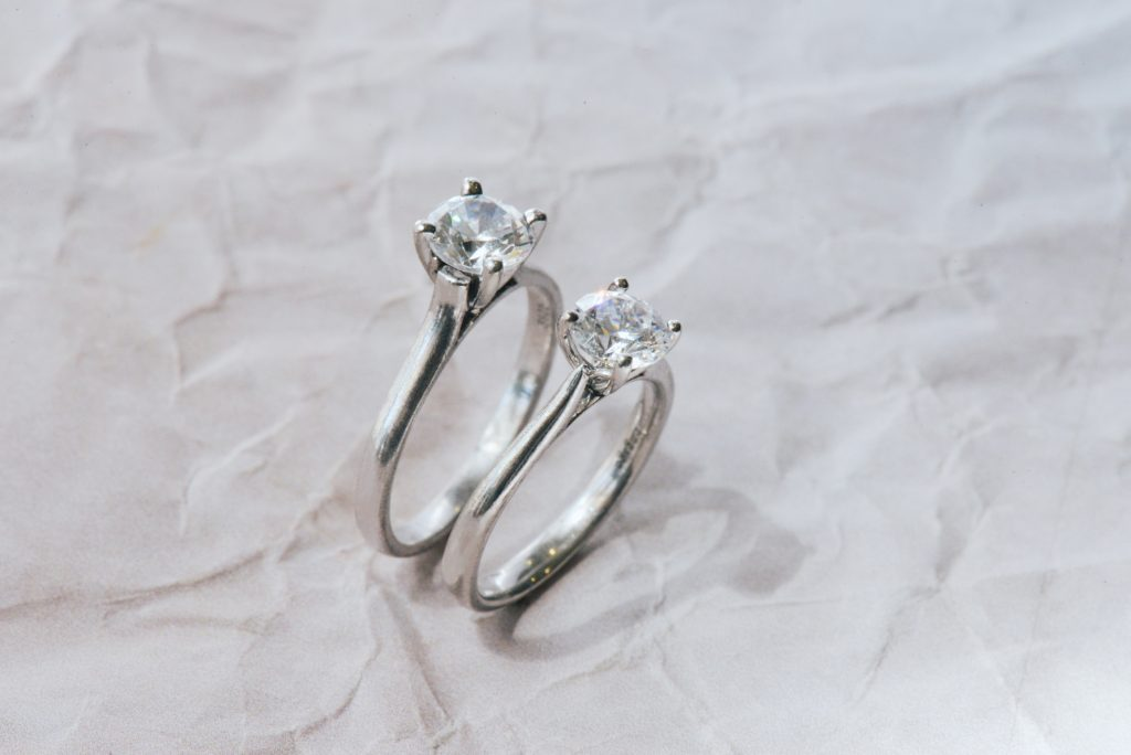 Solitaire engagement ring tapered vs straight comparison