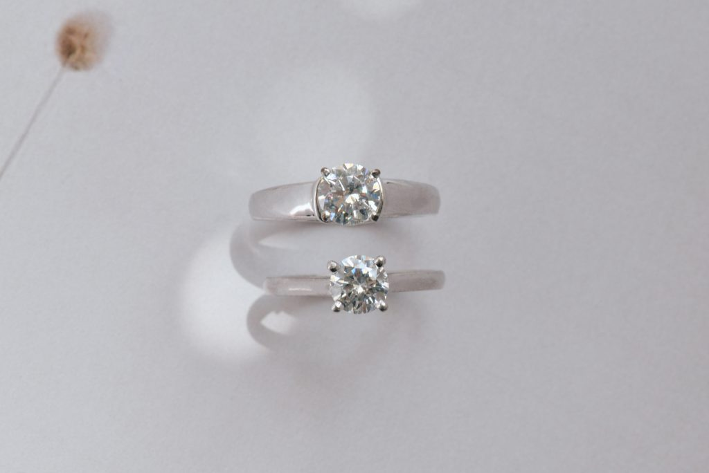 Solitaire round engagement ring thin and thick band comparison